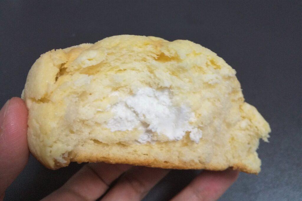 冷たく食べるメロンパン 断面